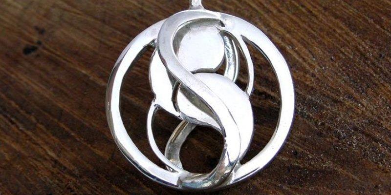entangled-pendant